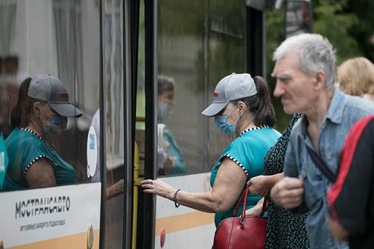 К началу октября в столичной мэрии решили, что рекомендации не оказали нужного действия: в часы пик пробки в Москве по-прежнему достигали 8-9 баллов, а пассажиропоток в общественном транспорте снизился недостаточно