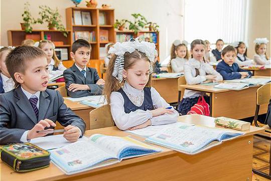 «Я бы школьников никуда не убирал, оставил бы их учиться. Детские учреждения бы не закрывал, так как дети не болеют»