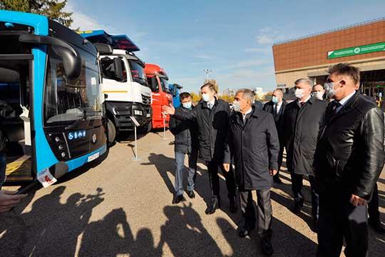 День машиностроителя в Челнах: «Путин – это хорошо, но настоящая легенда стоит рядом!»