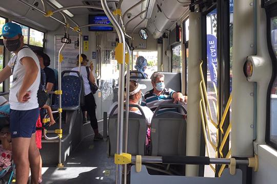 Вобщественном транспорте обычный пассажир обязательно сделает вам замечание, если выприспустите маску. Отом, чтобы снять ее, нет иречи