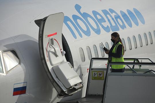 В Анталью мы летели из Казани под завязку забитым «Боингом» авиакомпании «Победа». Отмечу, что в казанском аэропорту никто не мерил у нас температуру ни в зале ожидания, ни при посадке на самолет