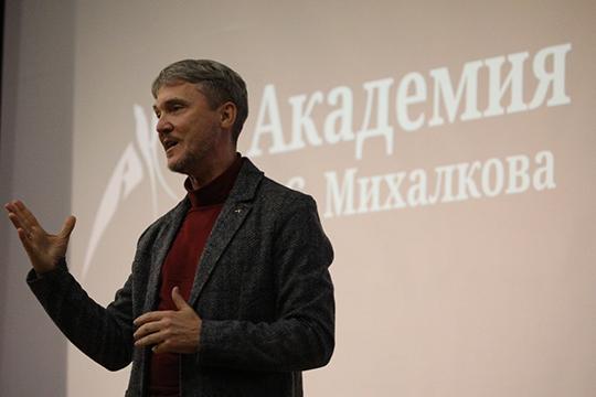 Как отметил вначале мероприятия проректор академииАлексей Литвинов,Башаров немог несогласиться приехать вКазань, «просто потому, что это его родной город, близкий сердцу»