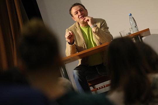 На этой неделе до столицы Татарстана добрался проект «Метаморфозы. Фестиваль одного дня». В рамках этого проекта и состоялся мастер-класс известного актера и заслуженного артиста РТ Марата Башарова