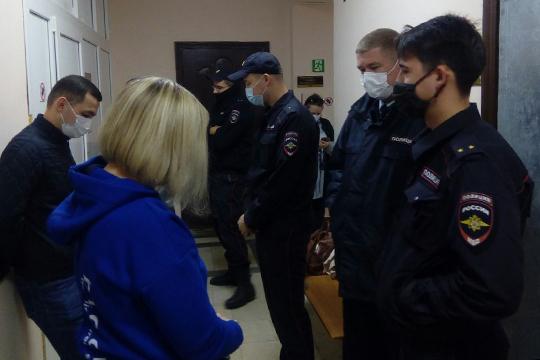 Еще до начала судебного процесса возле кабинета федерального судьи Сергея Аптулина оказалась «группа поддержки обвиняемого»