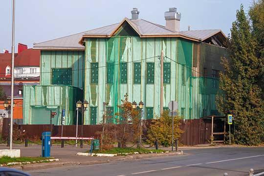 Строящееся административное здание на Ахтямова, 2 – владелец ООО«Антек».Это соседнее владение, граничащее сдомомМарджани