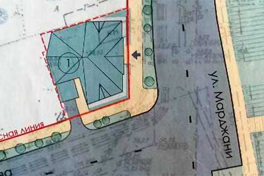 Последняя версия проекта: видно, что пятно застройки увеличено до 347 кв. метров, конфигурация здания изменена по границам участка. Площадь озеленения сократилась в 6 раз – до 5,3 кв. метров
