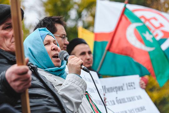За выступления на аналогичном митинге в 2019-м к административной ответственности были привлечены три человека, включая писательницу Фаузию Байрамову, которой был выписан штраф в 10 тыс. рублей