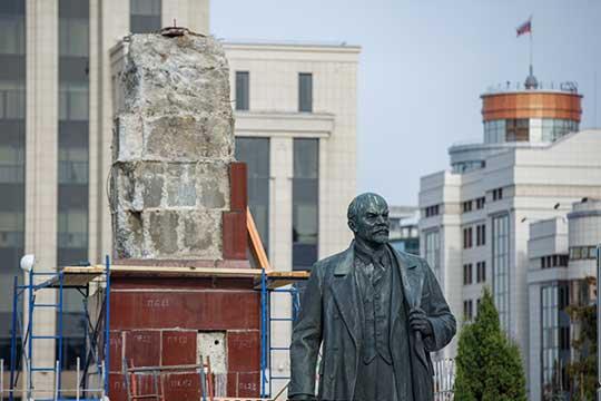 Вминувшие выходные покинул свой постамент памятник Ленину, расположенный наплощади Свободы