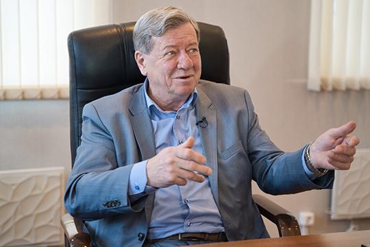 «Перехватить управление — это навряд ли, — рассказал главный конструктор казанского АО «Эникс» Валерий Побежимов. — А вот забить канал управления реально»
