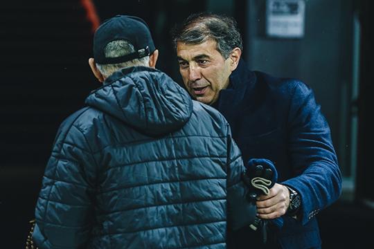 В воскресенье главный тренер «Уфы» Рашид Рахимов (справа), которого назначили в выходные на место Вадима Евсеева, провёл первую тренировку с новой командой