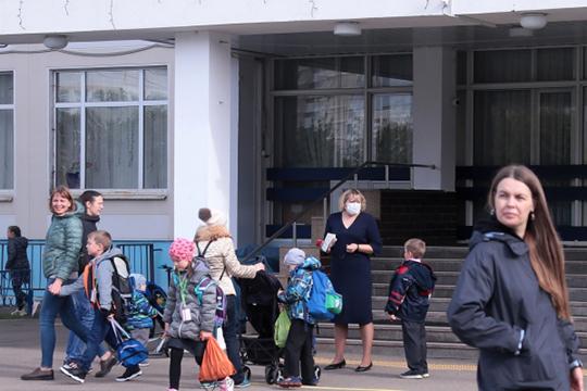 Пословам Голиковой, эпидситуация вроссийских школах наотдельном контроле. Воктябре максимальное число закрытых всвязи сCOVID школ отмечалось 8-го числа, когда было закрыто 109 школ в41 регионе