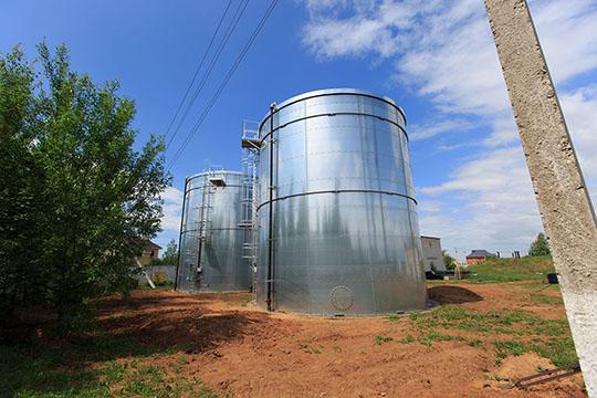 В2017 году начали реализовывать проект вАрском районе: установили два резервуара по500 кубических метров. Теперь уних летом нет проблем сводой иэтому очень рады местные жители