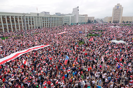 В Украине, Армении, Белоруссии, Киргизии — практически везде — все начинается с выборов, которые кем-то не признаются. И понеслось
