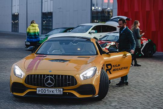 "Помимо тенниса на ""Кубке""прошла выставка суперкаров. На фото - Mercedes GTR"