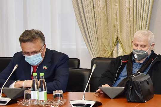 Ильшат Аминов (слева)
