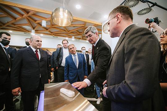 Михаил Мишустин на выставке решений резидентов Иннополиса