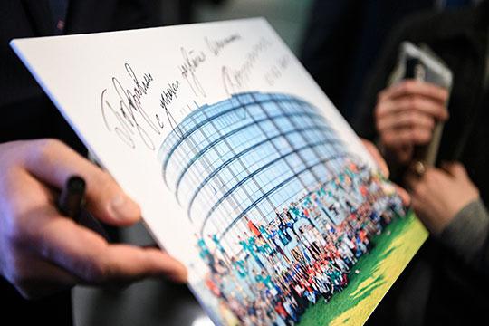 Подпись Владимира Путина на фото