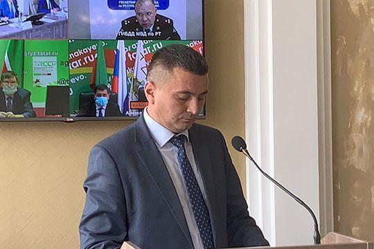 С января Ильнур Ахметов уже второй раз оказывается в наручниках, и в третий — в центре публичного скандала