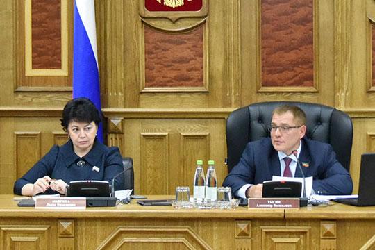 Александр Тыгин обратил внимание на замечания по республиканской программе «Наш двор» и призвал активно включиться в работу.