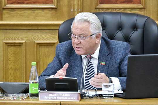 Лутфулла Шафигуллинсослался наоценку минэкономразвития РФ, согласно которой кризис текущего года нафедеральном уровне неприобрел системного характера
