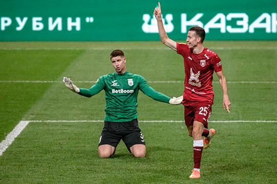 Существенно подорожал и Денис Макаров, которого можно назвать вторым талантом казанского клуба. На данный момент Макаров, забивший четыре мяча, – лучший бомбардир «Рубина»