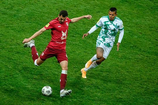Потерял в цене и основной защитник Сильвие Бегич, который подешевел на 200 тыс. Футболист играет во всех матчах нынешнего сезона, но нередко ошибается