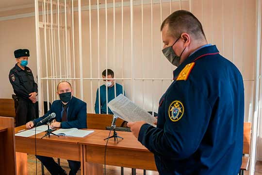 «Прошу избрать в отношении Ахметова меру пресечения в виде заключения под стражу», —просил следователь Константин Замараев