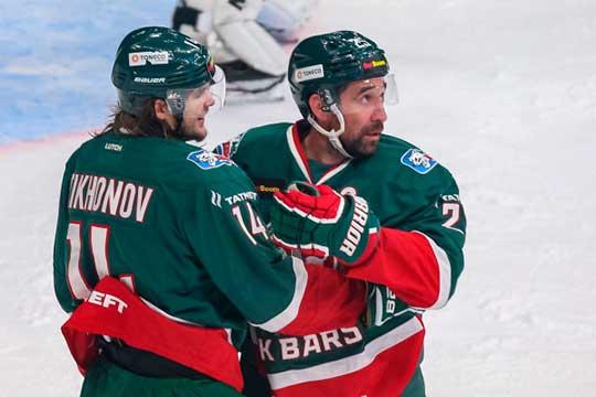 Виктор Тихонов (слева) и Данис Зарипов