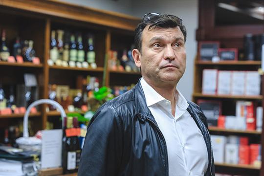 Директором и 100% учредителем «Премьера», по данным базы «Контур.Фокус», является Эмиль Данилов. Еще совсем недавно владельцем компании выступал Рустем Давлетгараев (на фото)