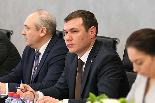 ТимурКурбангалиев (справа):«Планируем в 2019 году установить 120 тысяч интеллектуальных приборов учета»