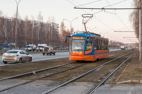 Сразу для трех городов— Челнов, Альметьевска иНижнекамска— Госкомитет РТпотарифам установилновые цены напроезд вобщественном транспорте. Теперь билеты навсе его виды— автобус, трамвай, троллейбус— будут стоить 25 рублей