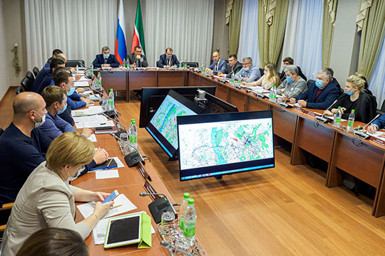 Накануне в Госсовете РТ больше двух часов шел первый круглый стол по строительству автобана Москва-Казань