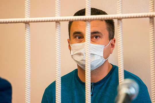 Наэтой неделе силовики насутки задержали одного изсамых приближенных кглаве района чиновников— и.о. руководителя райисполкомаИльнура Ахметова