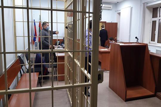 Бывшего зама прокурора отправили под домашний арест на срок в 1 месяц и 29 дней. Ему ограничили телефонные звонки, почтовые отправления, а общаться разрешено только с теми, с кем проживает