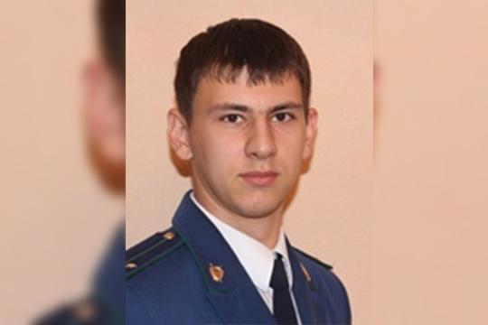 Сергееву 31 год, родился в Аксубаево. Сейчас проживает вНурлате, женат, унего двое несовершеннолетних детей. Ранее несудим, исейчас официально нигде неработает
