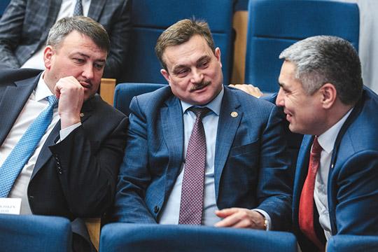 На 36-й позиции остался и глава Верхнеуслонского района Марат Зиатдинов (в центре), которому, можно сказать, повезло жить по соседству с федеральным проектом Иннополис