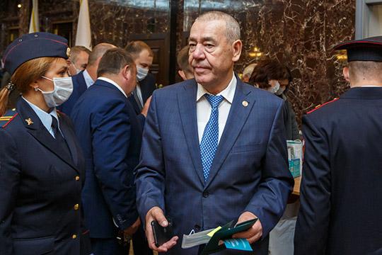 Габдулахат Хакимов — и еще пара возрастных глав — из тех, к чьему мнению всерьез прислушивается руководство Татарстана как к голосу глубинки