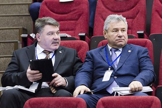 Глава Высокогорского районаРустам Калимуллин (справа)прибавил загод одну позицию