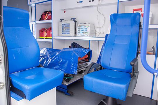 «Все, что должно быть по приказу минздрава в карете скорой помощи у нас есть: дефибрилляторы, аппараты ЭКГ, искусственной вентиляции легких, травматологический набор, общепрофильные сумки врача»