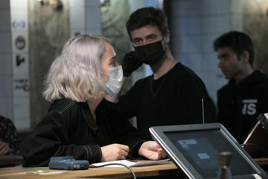 «Старые меры неработают»: Роспотребнадзор вводит масочный режим изакрывает ночные кафе