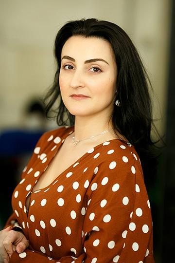 Анна Каминская:«Мывhh.ru свосторгом наблюдаем зароссийскими предпринимателями иверим, что даже небольшая компания сосвоей философией икомандным духом способна свернуть горы»