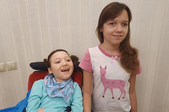 Сейчас девочкам по 10 лет. Камила передвигается в инвалидном кресле. Она не говорит, но хорошо понимает и русскую и татарскую речь