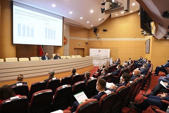 В кабмине РТ прошло заседание совета директоров АО «Татнефтехиминвест-холдинг» с участием президента РТ Рустама Минниханова