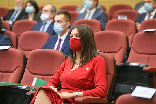 «Берегите себя, Талия, тебя прежде всего это касается. Ты — наше достояние. Как у России «Газпром», так у нас Талия», — начал президент РТ с шутливой ноты, пожелав всем не болеть и оставаться в строю