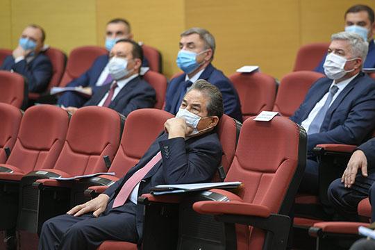 В зале можно было заметить Шафагата Тахаутдинова (на фото), Леонида Алехина, а также Романа Шайхутдинова и некоторых других руководителей