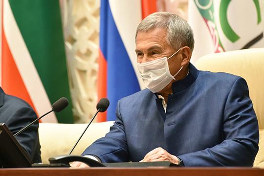 Президент традиционно сидит внекотором удалении отчленов президиума, что, видимо, ипозволяло ему уповать насоциальную дистанцию