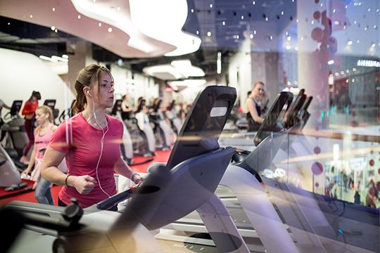 По словам нашего собеседника, в «Планете Фитнес» довольно подержанное оборудование, но оно даст фору любому китайскому новоделу, которым сейчас переполнены фитнес-центры