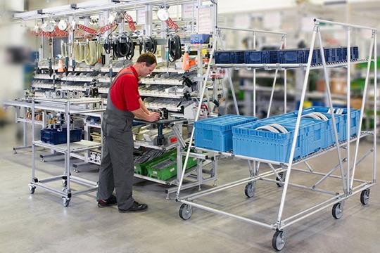 Мыизготавливаем ипроектируем тару. Направление монтажа конвейеров ипроизводственных линий вскоре перестало существовать, япросто недорос дотого уровня, накотором обсуждались проекты построительству новых заводов