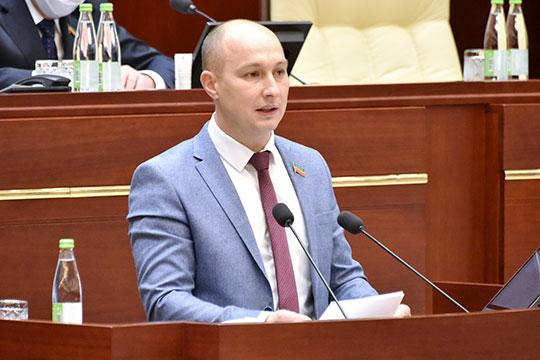 Эдуард Шарафеев отметил, что арендаторы в офисе оплачивают коммунальные услуги управляющей компании, которая уже потом от своего лица заключает договор с регоператором