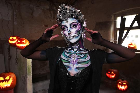 На Ozon покупатели, в основном, выбирают вампирские плащи и костюмы скелетов